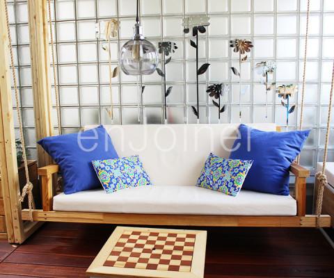 Drewniany salon ogrodowy na balkonie